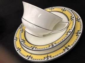 Beautiful AYNSLEY tea trio. Cup saucer and plate set